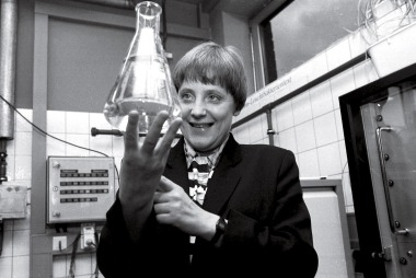 Angela MERKEL, Federal Minister for the Environment, Nature Conservation and Nuclear Safety in the water-control-station of Bad Honnef, Federal Minister Merkel is holding up a test tube filled with water.