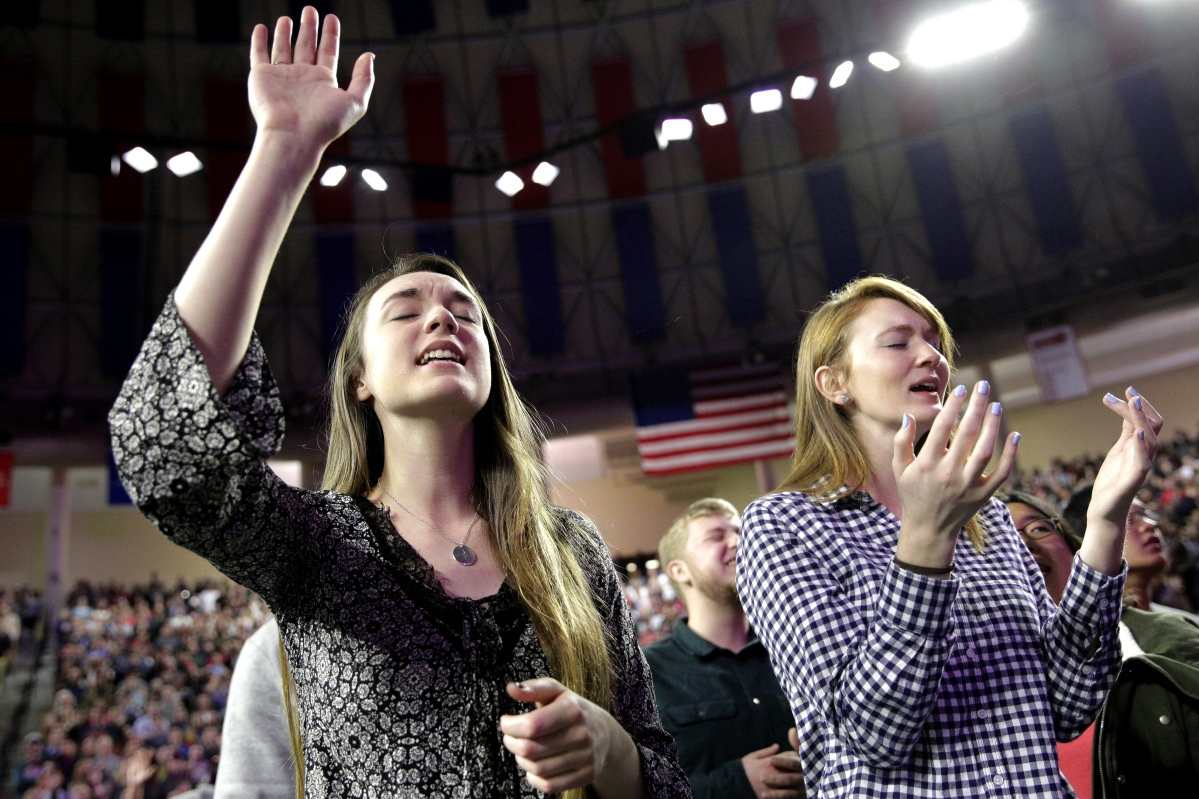 Lesley Chambers and Brensley Baker sing before Donald Trump arrives at Liberty University in Lynchburg, Va. on Jan. 18, 2016.