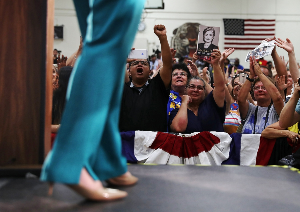 BESTPIX Hillary Clinton Campaigns In Southern California