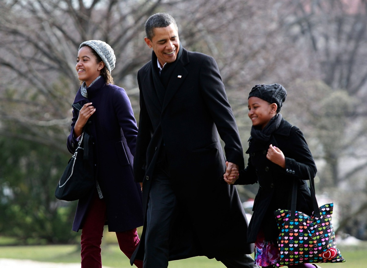Obama Family Returns To White House From Hawaii Vacation