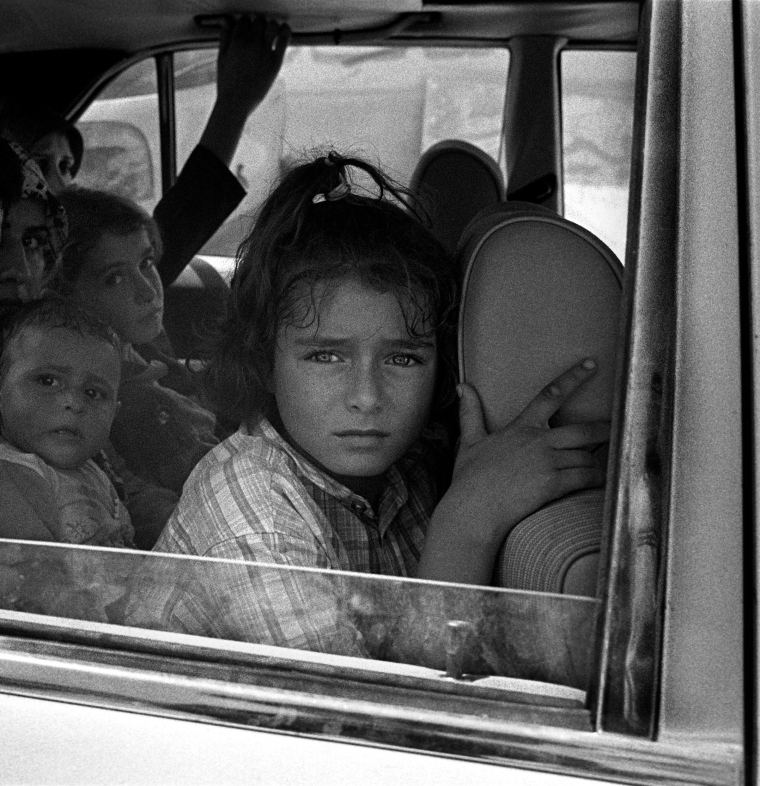Lebanon, 31 July 2006During the ceasefire, coming out of southern Lebanon a child looks out her car window, mirroring the horror she's seen for the last 22 days.Liban, 31 juillet 2006Pendant le cessez le feu, ?vacuant le sud Liban, une enfant regarde par la fenêtre de sa voiture refl?tant les horreurs qu'elle a vu au cours des 22 derniers jours.© Stanley Greene / Noor. Stanley Greene—NOOR