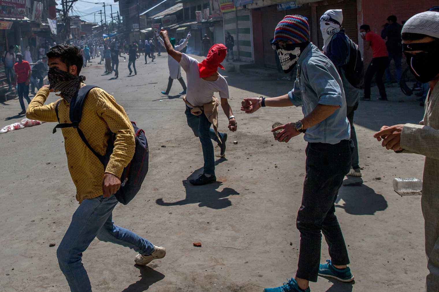 Kashmiri protesters throw rocks and bricks at Indian policemen during a protest in Srinagar on June 2, 2017. Government forces fired tear gas and pellets on Kashmiris who gathered after Friday afternoon prayers to protest against Indian rule.