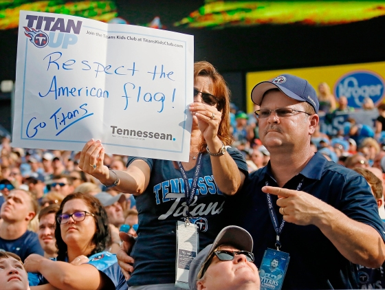 Tennessee Titans take a knee NFL