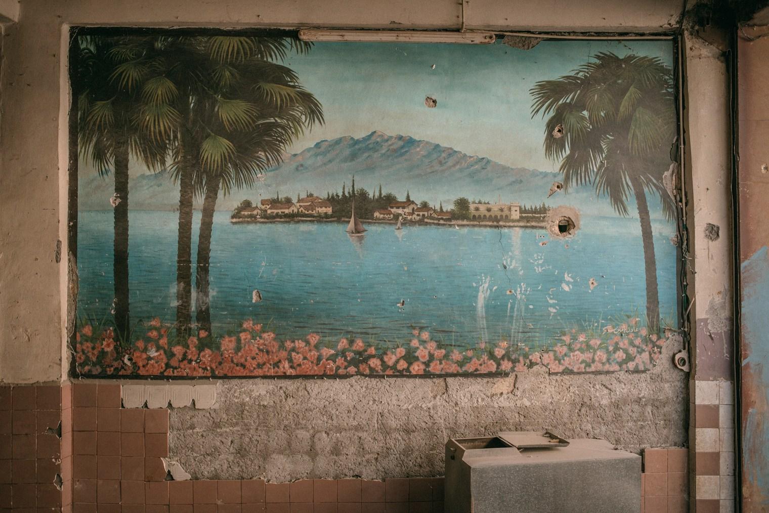 emanuele-satolli-raqqa-syria-reconstruction-chemistry-mural