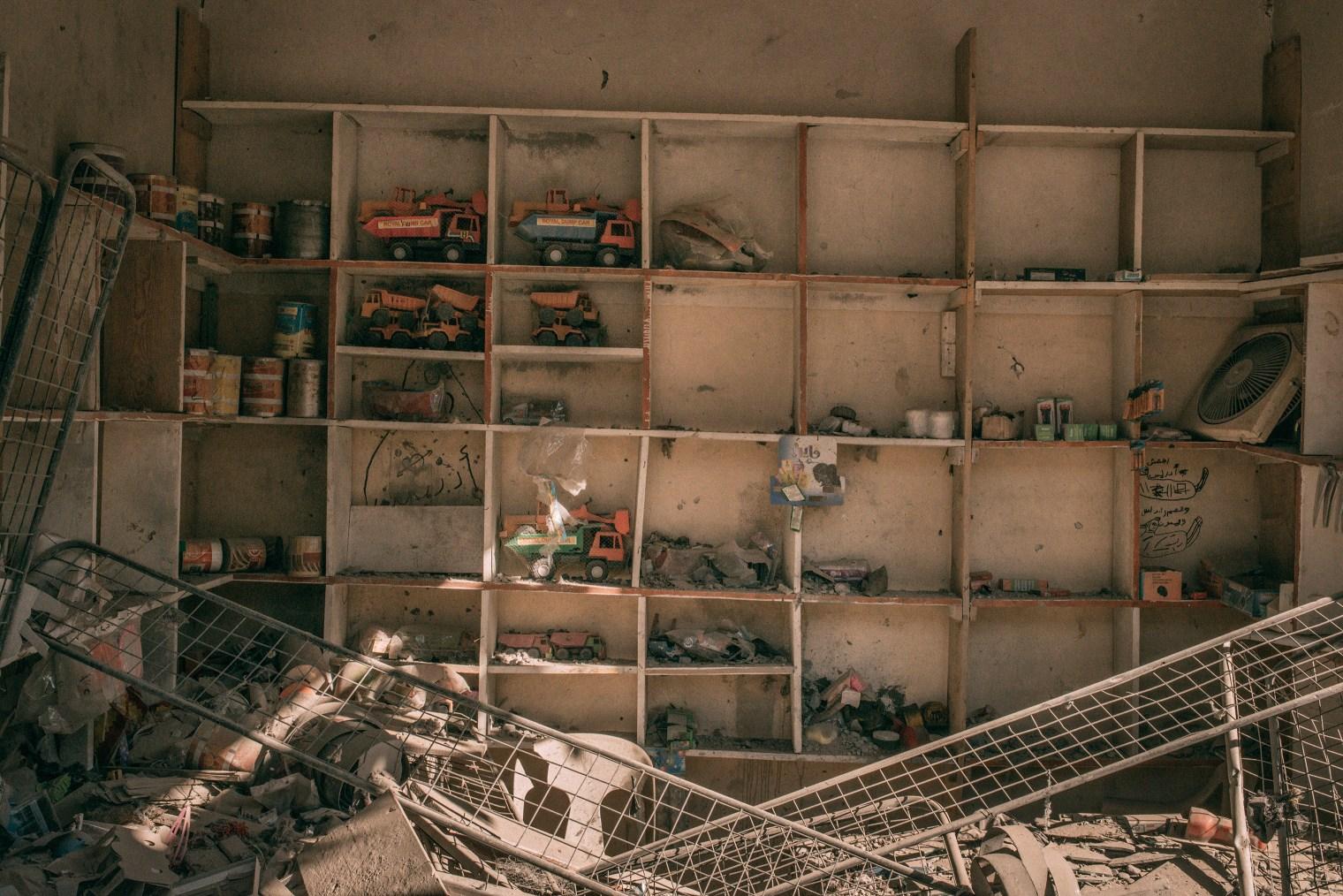 emanuele-satolli-raqqa-syria-reconstruction-chemistry-trucks