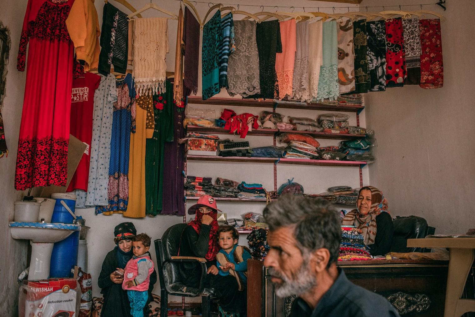 emanuele-satolli-raqqa-syria-reconstruction-shop.
